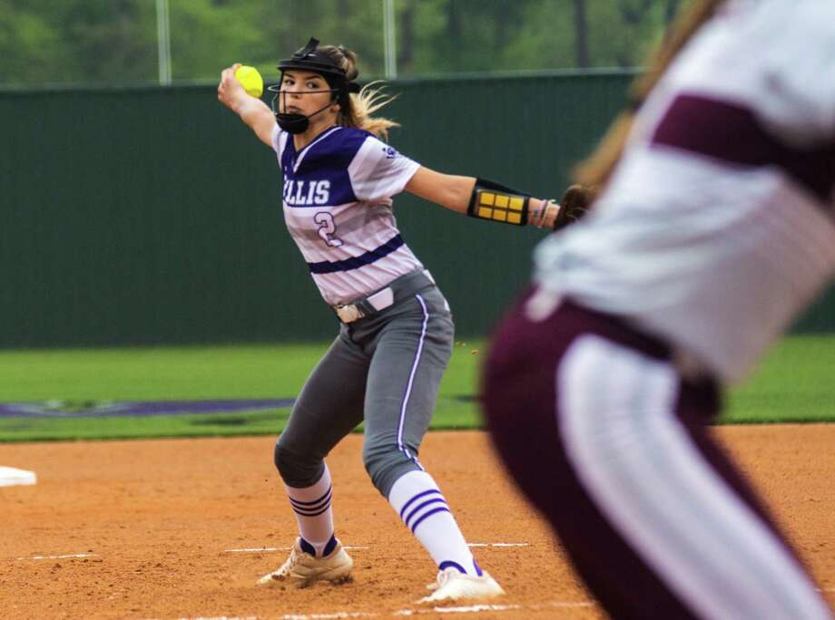 Willis pitcher Ashley Vallejo winds up for a pitch against Waller on Tuesday at Willis High School. Photo: Keith MacPherson