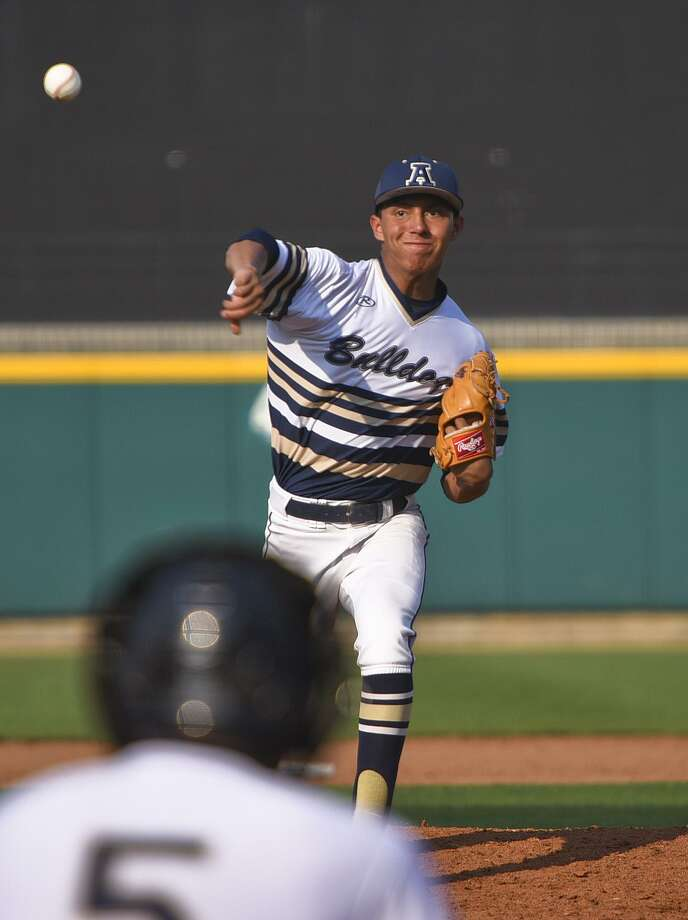 Albert Gonzalez held United to one unearned run, three hits and two walks with eight strikeouts in seven innings as Alexander won 3-1 Tuesday at Uni-Trade Stadium to maintain outright possession of first place in District 29-6A. Photo: Danny Zaragoza / Laredo Morning Times / Laredo Morning Times
