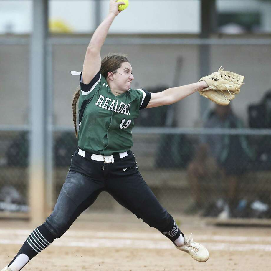 Kamryn Caldwell pitches for the Rattlers as Reagan beats MacArthur 6-4 at North East ISD Softball Fields on March 27, 2018. Photo: Tom Reel, Staff / San Antonio Express-News / 2017 415916Z.1 ANTONIO EXPRESS-NEWS