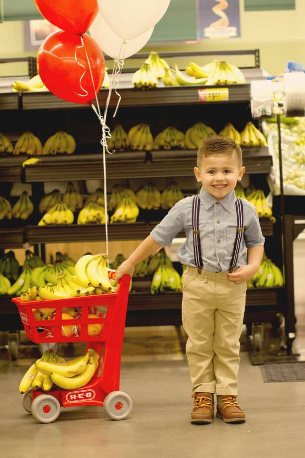 Jacob Cinco Reyes Celebrates His 4th Birthday At Favorite H E B Store In Pearland