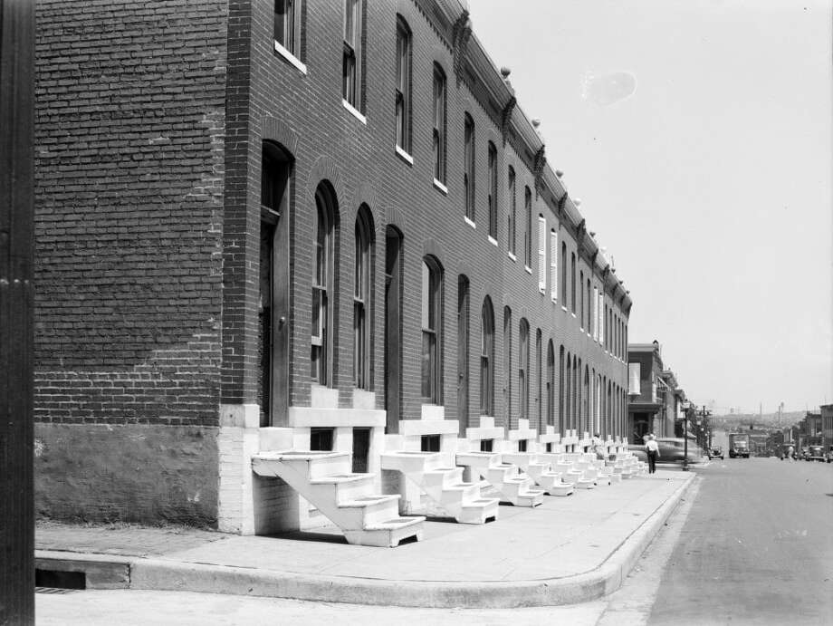 Baltimore rowhouses in 1938. Photo: John Vachon, Farm Security Administration, Library Of Congress. / John Vachon, Farm Security Administration, Library of Congress