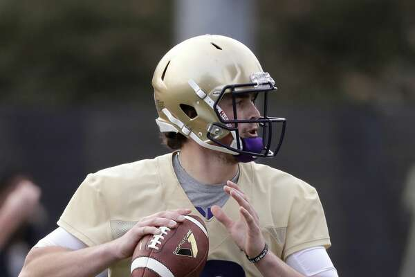Washington quarterback Jacob Eason readies a pass at the first practice of spring football for the NCAA college team Wednesday, March 28, 2018, in Seattle. (AP Photo/Elaine Thompson)