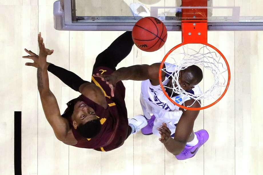 ATLANTA, GA - MARCH 24: Aundre Jackson #24 of the Loyola Ramblers shoots against Makol Mawien #14 of the Kansas State Wildcats in the second half during the 2018 NCAA Men's Basketball Tournament South Regional at Philips Arena on March 24, 2018 in Atlanta, Georgia.  (Photo by Ronald Martinez/Getty Images) Photo: Ronald Martinez, Staff / Getty Images / 2018 Getty Images