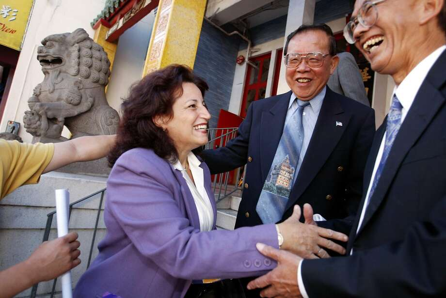 alioto456_cs.jpg  Event on 9/5/03 in San Francisco  SF mayoral candidate Angela Alioto campaigns in Chinatown. CHRIS STEWART / The Chronicle Photo: Chris Stewart / The Chronicle 2003