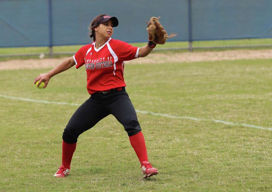 Oak Ridge alumna Gabby Davila earned Red River Athletic Conference Player of the Week after a strong performance for the University of Houston-Victoria. Photo: University Of Houston-Victoria