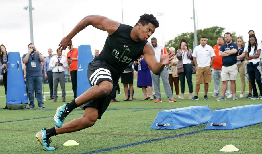 Marcus Davenport goes through drills for NFL scouts during the UTSA Pro Day at the school on March 28, 2018. Photo: Tom Reel, Staff / San Antonio Express-News / 2017 415916Z.1 ANTONIO EXPRESS-NEWS
