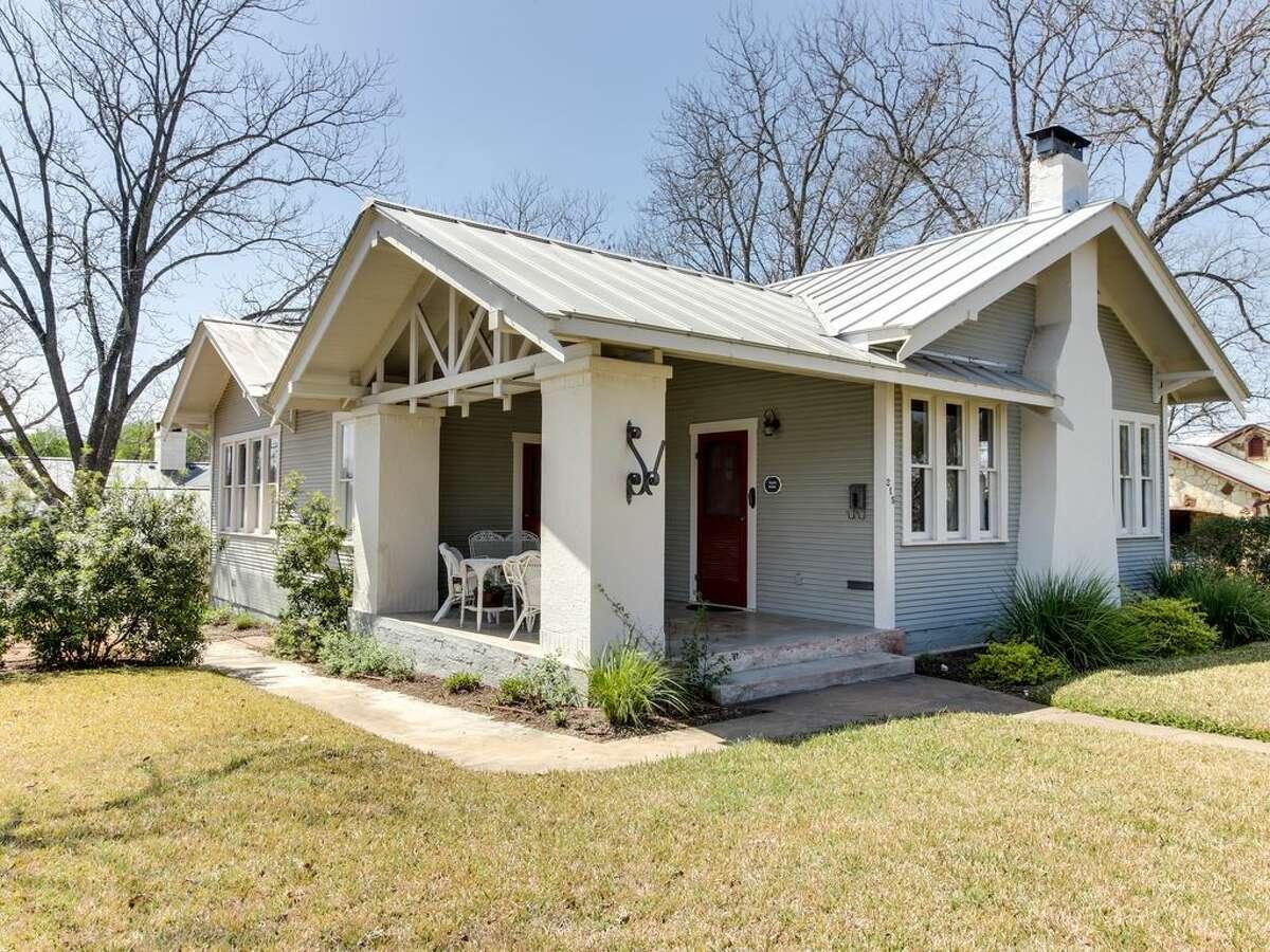 Historic craftsman in FredericksburgPrice per night: $229