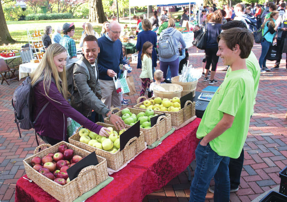 The SIUE community enjoyed the Land of Goshen Community Market on campus in fall 2017. Photo: Carol Arnett • Carnett.edwi@gmail.com
