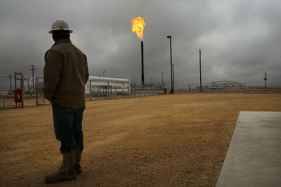 Flared natural gas is burned off at Apache Corporations operations at the Deadwood natural gas plant in the Permian Basin on February 5, 2015 in Garden City, Texas. Photo: Spencer Platt, Getty Images