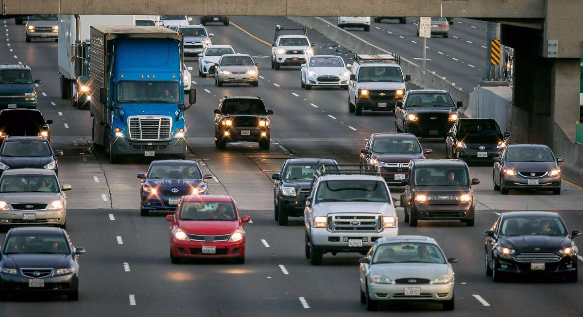 Vehicles on the East Shore freeway during rush hour in Emeryville.If California and the federal government part ways on tailpipe rules, it could set up a dual standard that could shrink the U.S. market for clean cars.
