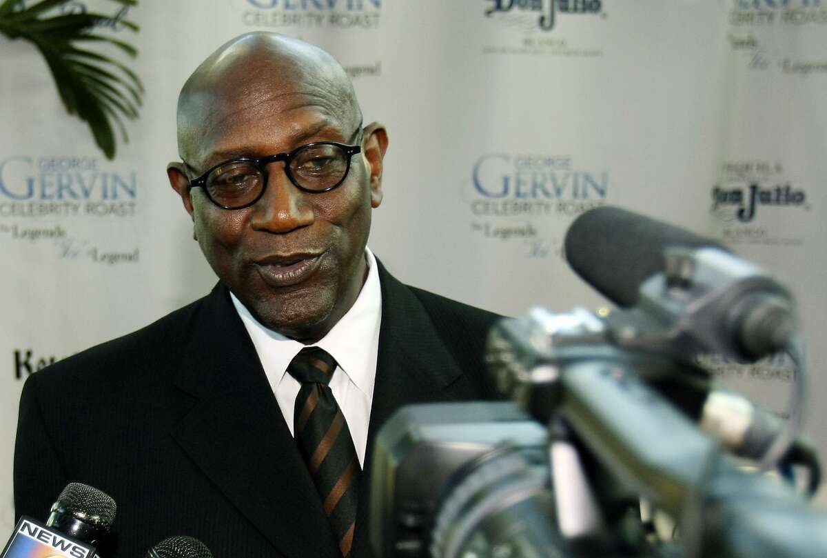FOR SPORTS - Spencer Haywood answers questions prior to the start of the George Gervin Celebrity Roast held Saturday March 21, 2009 at the Henry B. Gonzalez Convention Center.(PHOTO BY EDWARD A. ORNELAS/eaornelas@express-news.net)