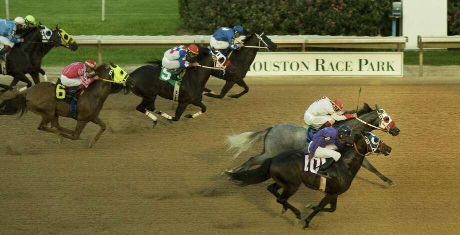 Quarter horse racing returns to Sam Houston on Friday. Photo: Brett Coomer, Staff / Houston Chronicle / Houston Chronicle
