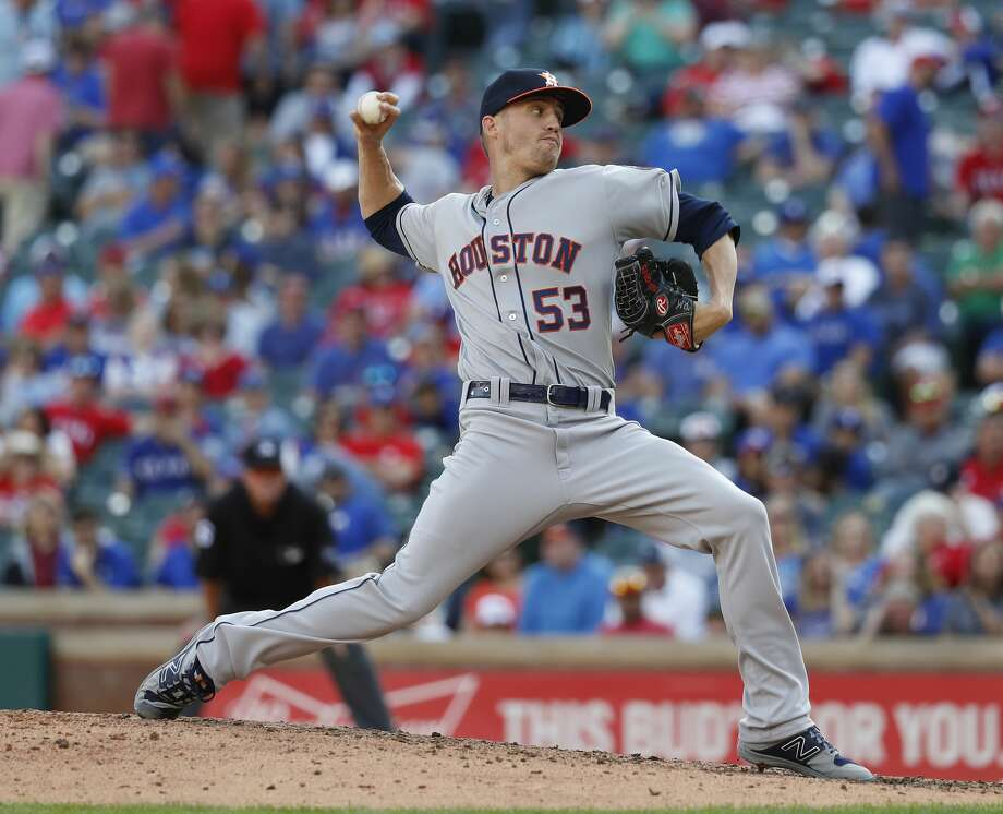 Things hardly went smoothly for Astros closer Ken Giles in his first outing of 2018. Photo: Karen Warren/Houston Chronicle