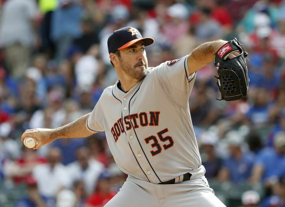 Houston Astros starting pitcher Justin Verlander (35) pitches in the sixth inning of  Opening Day at Globe Life Park, Thursday, March 29, 2018, in Arlington.   ( Karen Warren / Houston Chronicle ) Photo: Karen Warren/Houston Chronicle
