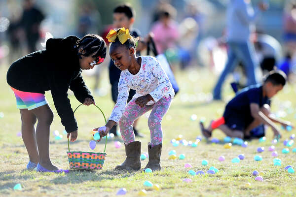 """Suri Springer, left, gathers easter eggs with her sister Serenity Hearst, right, during the City of Midland's """"Easter Eggstravaganza"""" March 29, 2018, at MLK Park. James Durbin/Reporter-Telegram"""