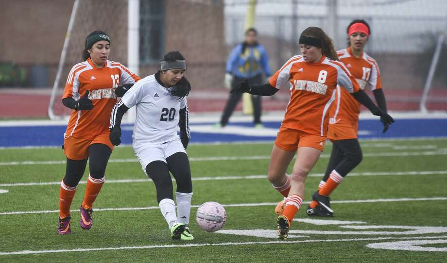 United won 3-2 at La Joya Juarez-Lincoln Thursday night for a bi-district crown, while Martin and United South, however, saw their seasons come to an end as the Lady Tigers lost 2-0 to Brownsville Pace in Calallen while the Lady Panthers lost 9-1 at McAllen. Photo: Danny Zaragoza /Laredo Morning Times File / LAREDO MORNING TIMES