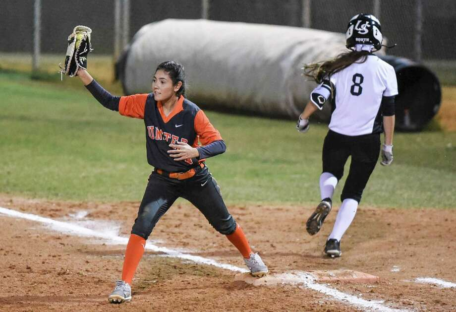 United's Kiara Ramos had two hits and two runs as the Lady Longhorns won 10-3 at the SAC on Thursday night against United South. Photo: Danny Zaragoza /Laredo Morning Times
