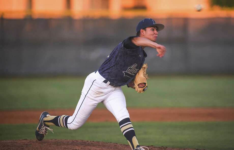Marcelo Perez and Andres Santos combined for a two-hitter Thursday but allowed 10 walks in a 3-1 loss to Eagle Pass. Photo: Danny Zaragoza /Laredo Morning Times