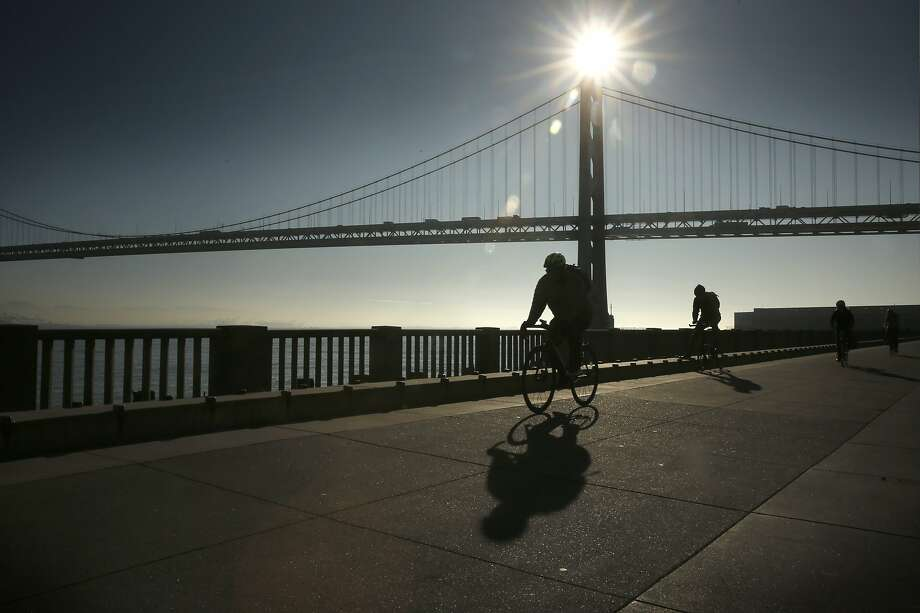 Sunny skies along the Embarcadero in San Francisco, Calif. on Mon. March 12, 2018. Photo: Michael Macor / The Chronicle