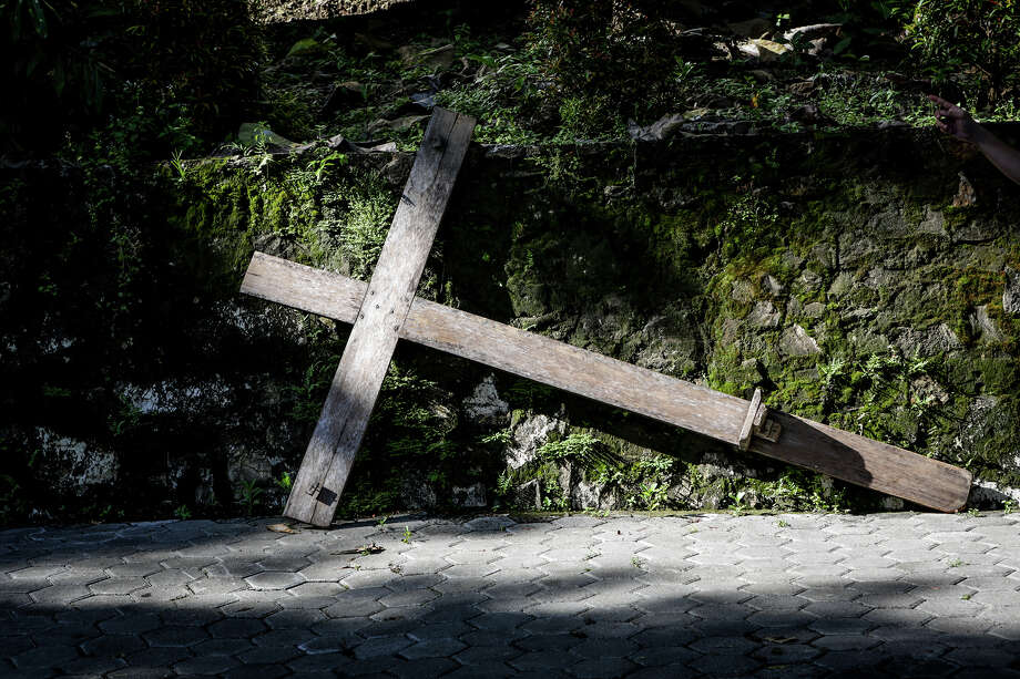 YOGYAKARTA, INDONESIA - MARCH 30: Indonesians take part in a re-enactment of the Stations Of The Cross on Good Friday at Sempu mount on March 30, 2018 in Yogyakarta, Indonesia.  Holy Week marks the last week of Lent and the beginning of Easter celebrations. Catholics make up approximately 3% per cent of the population of the predominantly Muslim country.  PHOTOGRAPH BY Sijori Images / Barcroft Images (Photo credit should read Cyrillus Yuniarto Purnomo / Barcroft Media via Getty Images) Photo: Barcroft Media/Barcroft Media Via Getty Images