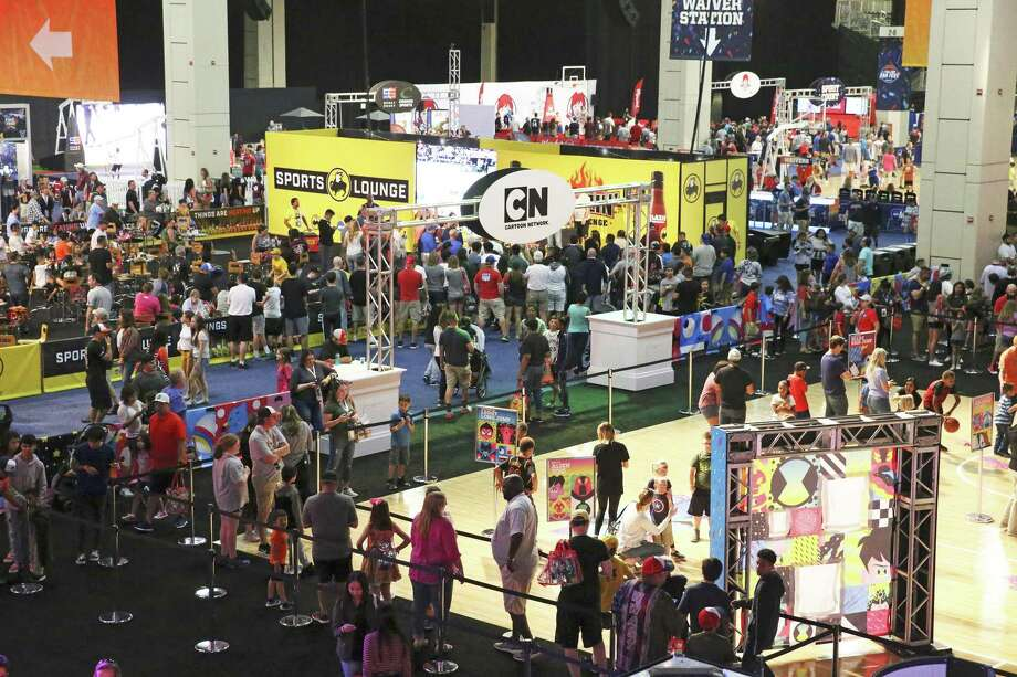 The concourse is full during the Final Four Fan Fest at the Convention Center on March 30, 2018. Photo: Tom Reel, Staff / San Antonio Express-News / 2017 415916Z.1 ANTONIO EXPRESS-NEWS
