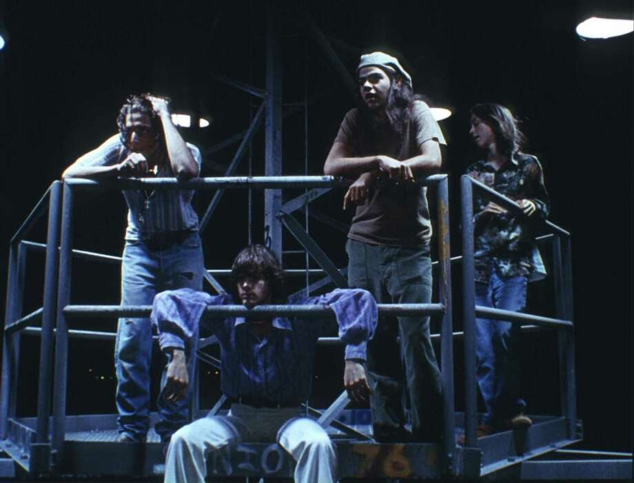 Dazed and Confused (1993) was filmed in Austin, Tx and directed by Richard Linklater. Story about teenagers in Austin, Texas, celebrating the last day of high school in 1976. Young actors shown from left: unknown, Jason London, Rory Cochrane, Wiley Wiggins starred in this teen movie. Photo: Universal/Photofest / © Universal Pictures