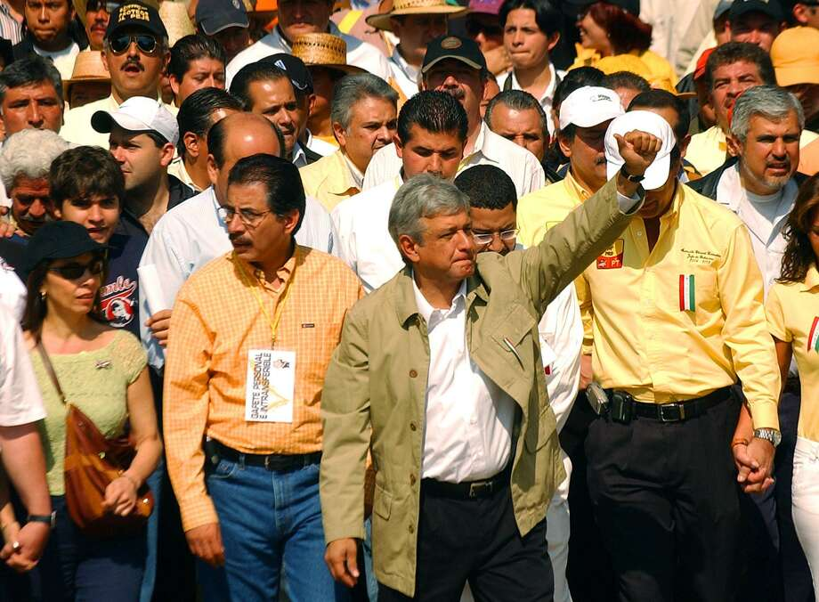 FOR METRO - Democratic Revolution Party (PRD) presidental candidate Andres Manuel Lopez Obrador (center) gives a thumbs up to supporters as he takes part in a march down Reforma Ave. to the Zocalo in Mexico City Sunday July 16, 2006. WITH DANE STORY. PHOTO BY EDWARD A. ORNELAS/STAFF Photo: EDWARD A. ORNELAS, STAFF / SAN ANTONIO EXPRESS-NEWS / SAN ANTONIO EXPRESS-NEWS