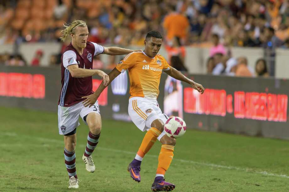 October 8 2016: Colorado Rapids midfielder Jared Watts (33) tries to stop Houston Dynamo forward Mauro Manotas (19) from advancing the ball during the MSL match between the Colorado Rapids and Houston Dynamo at BBVA Compass Stadium in Houston, Texas.  (Leslie Plaza Johnson/Chronicle) Photo: Leslie Plaza Johnson, Freelancer / For The Chronicle / Freelance
