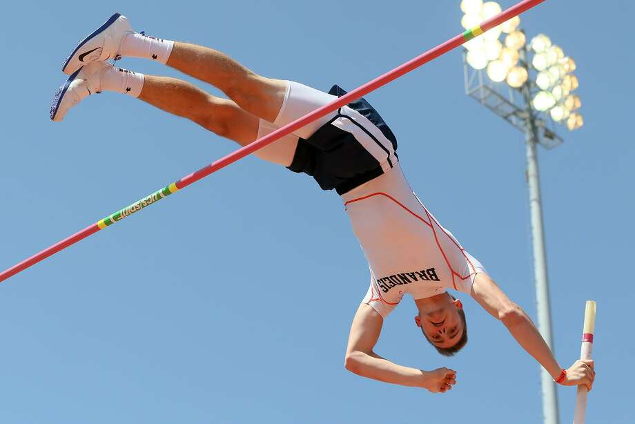 Brandeis's Logan Fraley attempts to clear the bar at 15 feet, 8 inches in the high school boys pole vault during the Clyde Littlefield Texas Relays at Mike A. Myers Stadium in Austin on Friday, March 30, 2018. Fraley finished tied for seventh in the event with a vault of 15 feet, 2 inches.   MARVIN PFEIFFER/mpfeiffer@express-news.net Photo: Marvin Pfeiffer, Staff / San Antonio Express-News / Express-News 2018