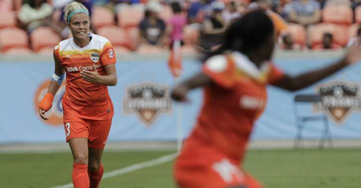 Houston Dash defender Rachel Daly (3) directs her teammates during the second half of the game at BBVA Compass Stadium Saturday, May 27, 2017, in Houston . ( Yi-Chin Lee / Houston Chronicle )