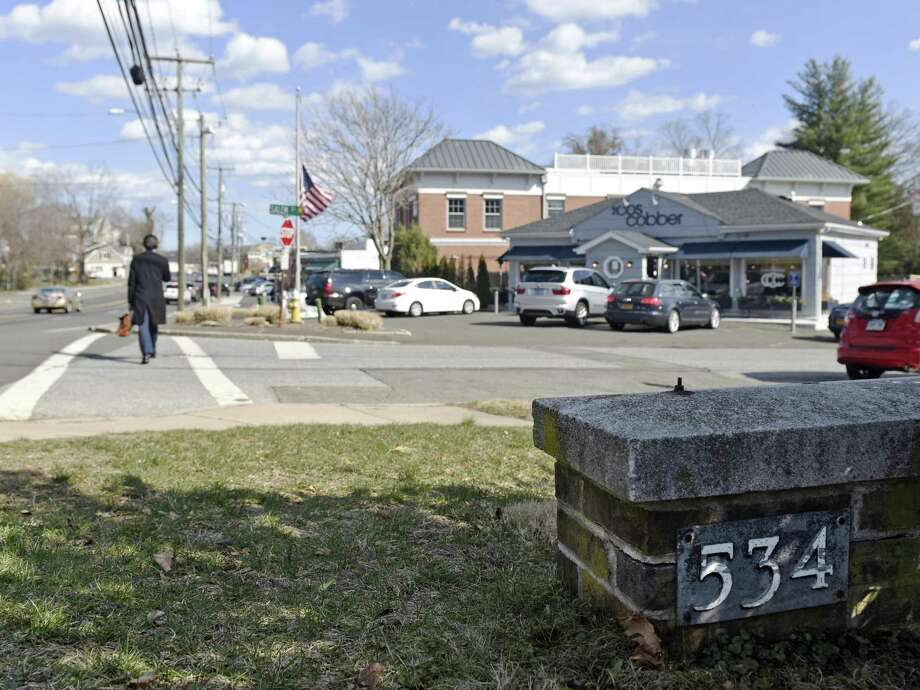 A sign indicates 534 East Putnam Avenue in Greenwich, while the Cos Cobber right next door is at 31 East Putnam Avenue in Cos Cob. Photo: Tyler Sizemore / Hearst Connecticut Media / Greenwich Time