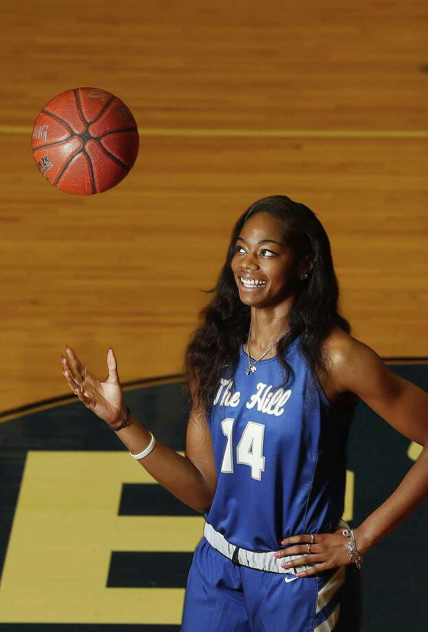 After having a ball at Barbers Hill, Charli Collier is taking her 6-5 size and scoring ability to the University of Texas. Photo: Karen Warren, Staff / Houston Chronicle / © 2018 Houston Chronicle