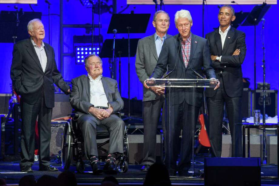 Former US Presidents, Jimmy Carter, George H. W. Bush, George W. Bush, Bill Clinton, and Barack Obama attend the Hurricane Relief concert in College Station, Texas, on October 21, 2017. / AFP PHOTO / JIM CHAPINJIM CHAPIN/AFP/Getty Images ORG XMIT: Former Pr Photo: JIM CHAPIN / AFP or licensors