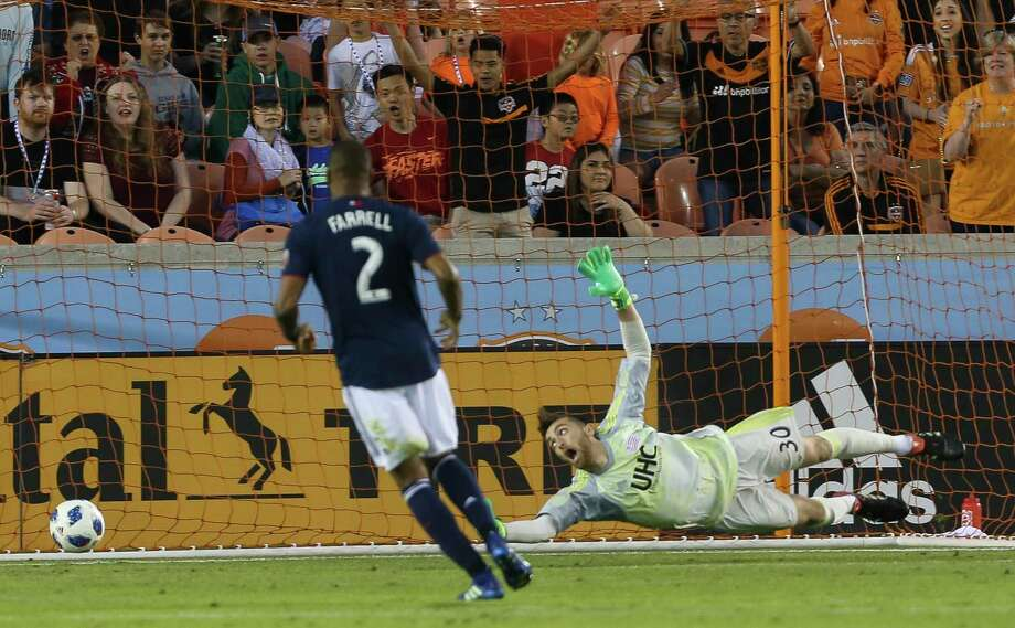 New England Revolution goalkeeper Matt Turner (30) cannot touch the ball but Houston Dynamo forward Alberth Elis's shot goes just wide during the first half of the MLS game at BBVA Compass Stadium on Saturday, March 31, 2018, in Houston. Photo: Yi-Chin Lee, Houston Chronicle / © 2018 Houston Chronicle