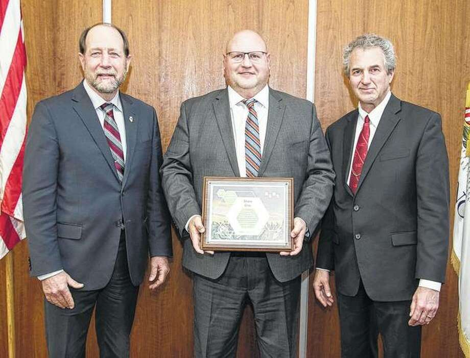 Shane Gray (center) recently completed the Illinois Farm Bureau's Agricultural Leaders of Tomorrow agricultural leadership development program. Gray, representing Cass-Morgan County Farm Bureau, was one of 25 IFB members from 17 counties to complete the 39th ALOT program. The nine-week training course lets participants study and develop leadership skills in communication, the political process, agricultural economics and global issues. Shown with Gray are IAA District 16 Director Steve Stallman (left) and IAA District 6 Director Randy Poskin. Photo: Photo Provided
