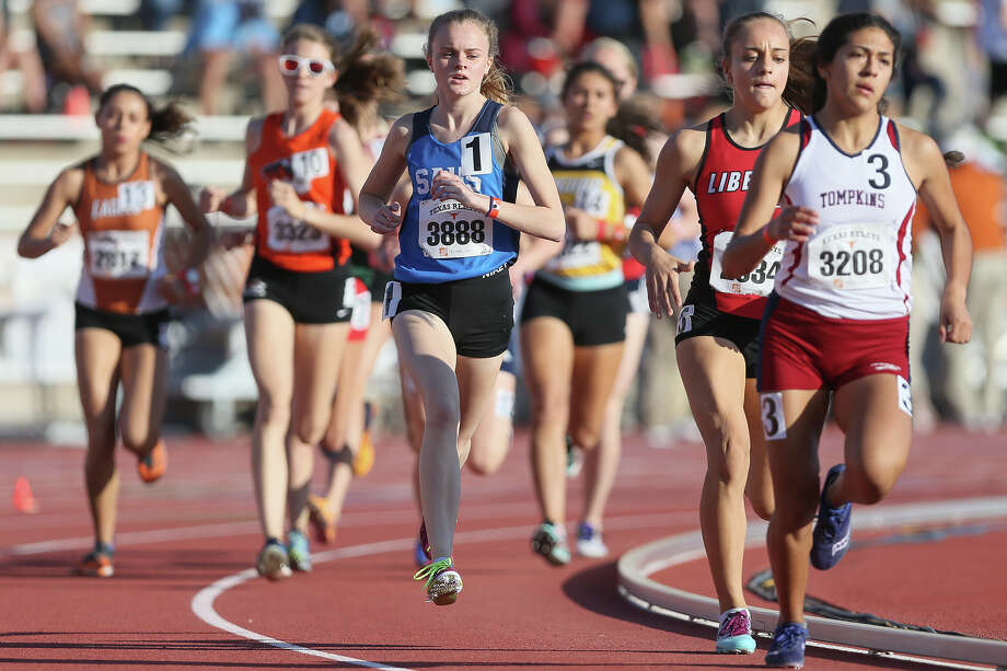 Tompkins' Alyssa Balandran (right) competes in the start of the first heat of the  high school girls 1600-meter run during the Clyde Littlefield Texas Relays at Mike A. Myers Stadium in Austin on Friday, March 30, 2018. MARVIN PFEIFFER/mpfeiffer@express-news.net Photo: Marvin Pfeiffer, Staff / Express-News 2018