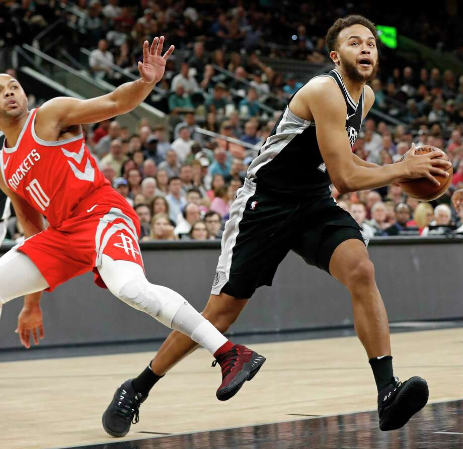 San Antonio SpursÕ Kyle Anderson drives around Houston RocketsÕ Eric Gordon during first half action Sunday April 1, 2018 at the AT&T Center. Photo: Edward A. Ornelas, San Antonio Express-News / © 2018 San Antonio Express-News