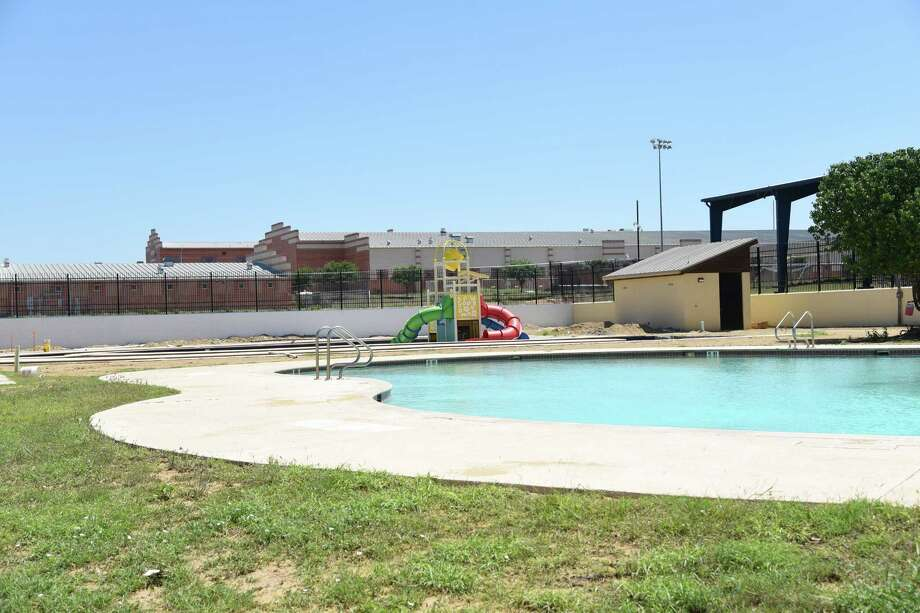The current progress of the Freddy Benavides Water Park from outside the front gates at 2201 Zacatecas St., Saturday, March 31, 2018. Photo: Christian Alejandro Ocampo, Laredo Morning Times / Laredo Morning Times
