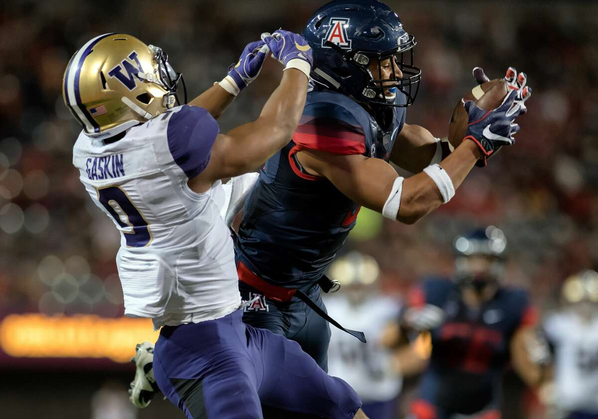 24 September 2016: Arizona Wildcats cornerback Dane Cruikshank (9) steals a pass away from Washington Huskies tailback Myles Gaskin (9) during the NCAA football game between the No. 9 Washington Huskies and the Arizona Wildcats at Arizona Stadium in Tucson, Ariz. The Huskies defeated the Wildcats 35-28 in overtime. (Photo by Carlos Herrera/Icon Sportswire via Getty Images)