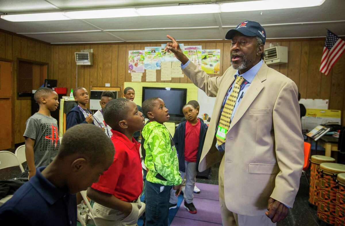 In this 2018 file photo, Tom Jones, a longtime music educator, works with third graders at Kashmere Gardens Elementary School. Preliminary data shows the Houston ISD school saw one of the largest enrollment increases, up about 20 percent, for the 2019-2020 school year. ( Mark Mulligan / Houston Chronicle )