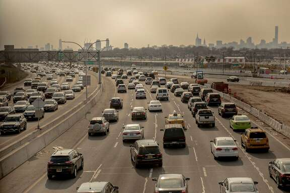 FILE — Traffic along Grand Central Parkway in New York, March 24, 2017. The Trump administration on Monday launched an effort to weaken Obama-era greenhouse gas and fuel economy standards for automobiles, moving to reverse one of the single biggest steps any government has taken to rein in emissions of earth-warming gases. (George Etheredge/The New York Times)