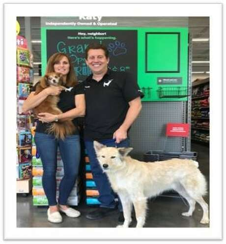 Katy residents Scott and Renee Buchel are opening a Pet Supplies Plus store at the corner of Highland Knolls Drive and Westgreen Boulevard in Katy. Photo: Pet Supplies Plus