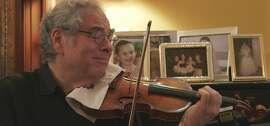 """Itzhak Perlman at home, in a scene from """"Itzhak."""""""