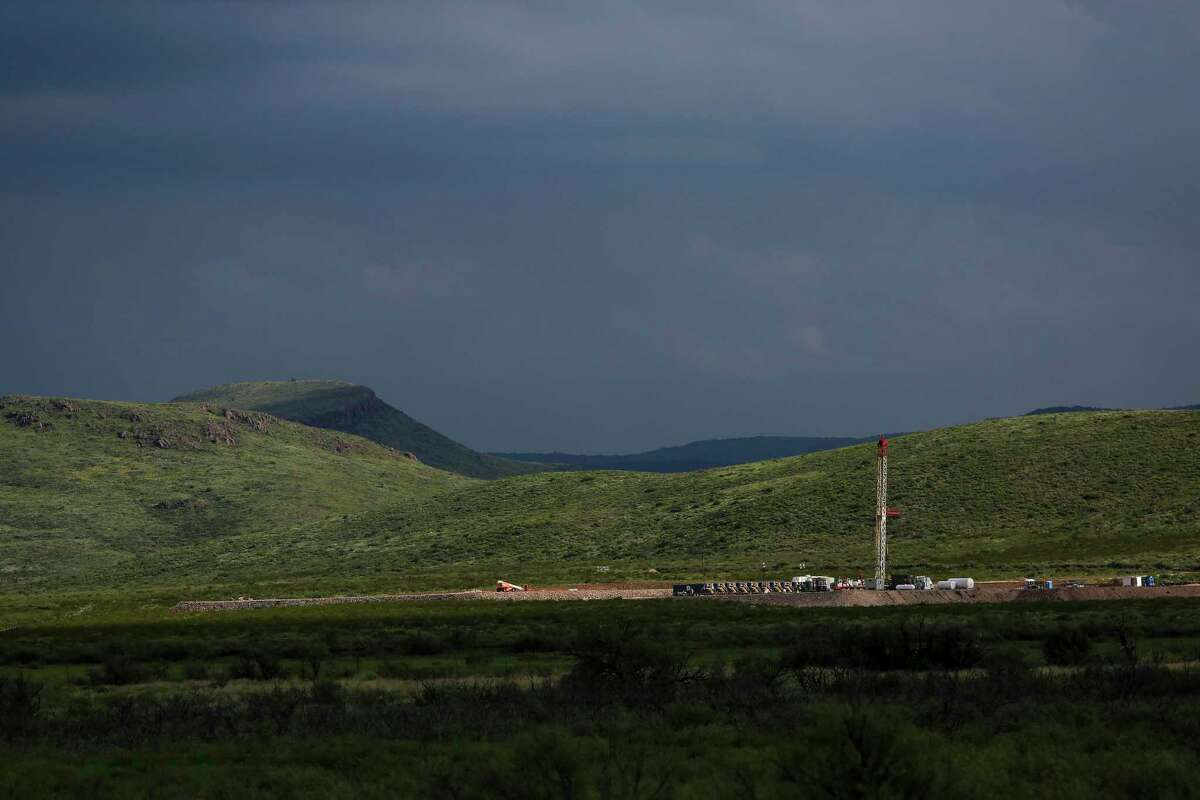 A drilling rig sits north of the Davis Mountains Friday, Sept. 16, 2016 in Balmorhea. Houston-based Apache Corp. discovered the Alpine High play in West Texas' Permian Basin more than three years ago. But the shale play has produced disappointing results for Apache thus far, partly due to depressed natural gas prices. ( Michael Ciaglo / Houston Chronicle )
