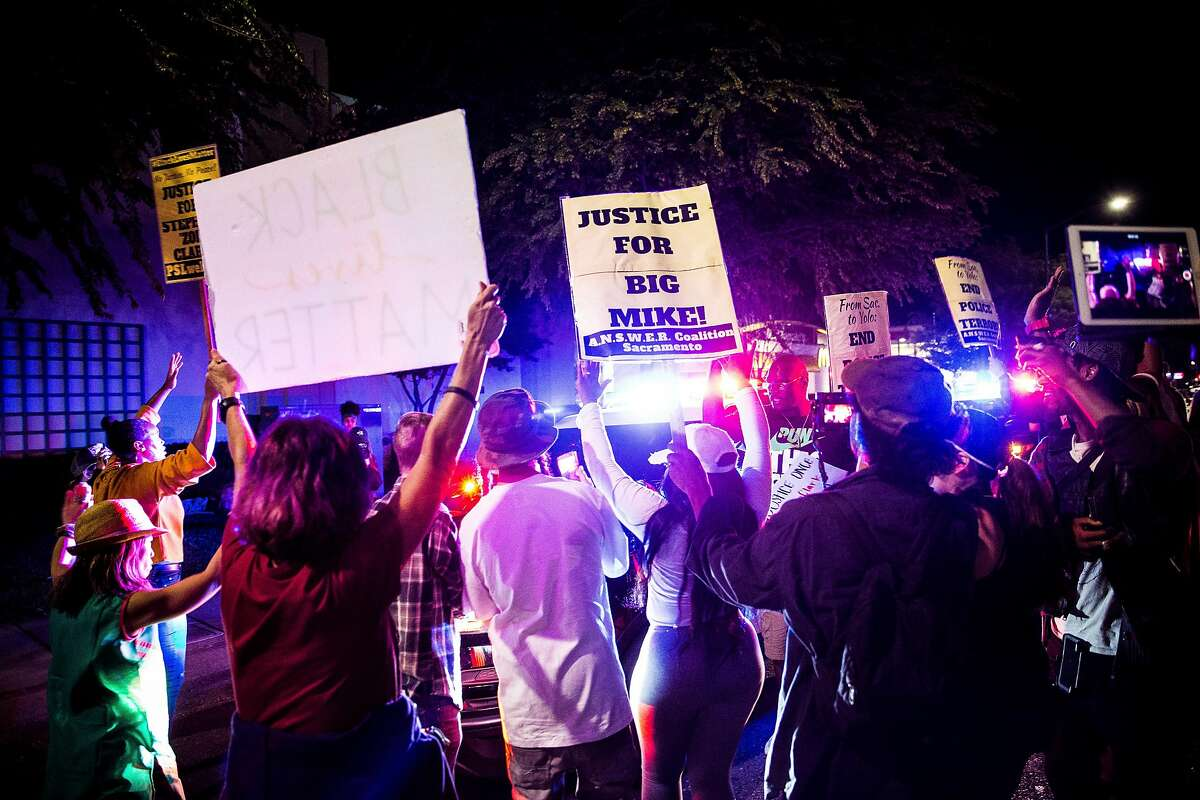 Protesters surround two Sacramento County Sheriff's Office vehicles during a demonstration against the killing of Stephon Clark, who died after he was shot by police on March 18, in south Sacramento, March 31, 2018. An activist at the demonstration was struck and injured by a Sheriff�s Department vehicle late Saturday as law enforcement officials tried to pass through the crowd. (Max Whittaker/The New York Times)
