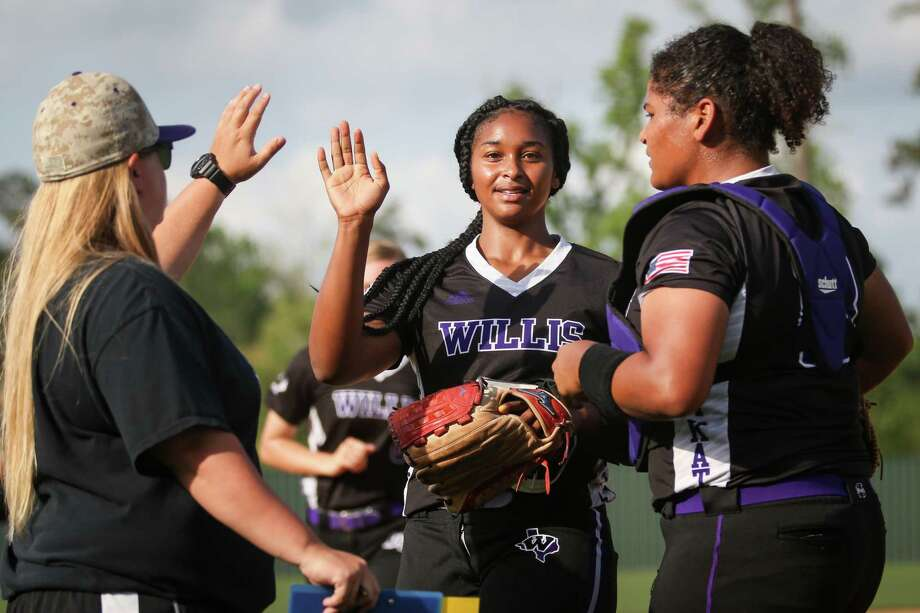 Willis' Samara Lagway (7) celebrates with teammates during the softball game against Tomball on Monday, April 2, 2018, at Willis High School. (Michael Minasi / Houston Chronicle) Photo: Michael Minasi, Staff Photographer / © 2018 Houston Chronicle