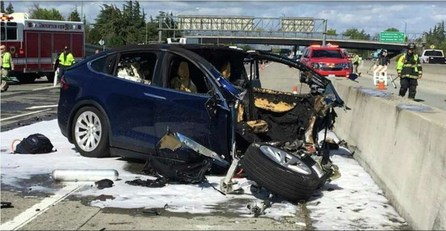 In this March 23 photo provided by KTVU, emergency personnel work a the scene where a Tesla electric SUV crashed into a barrier on U.S.101 in Mountain View, Calif. Photo: Associated Press / KTVU