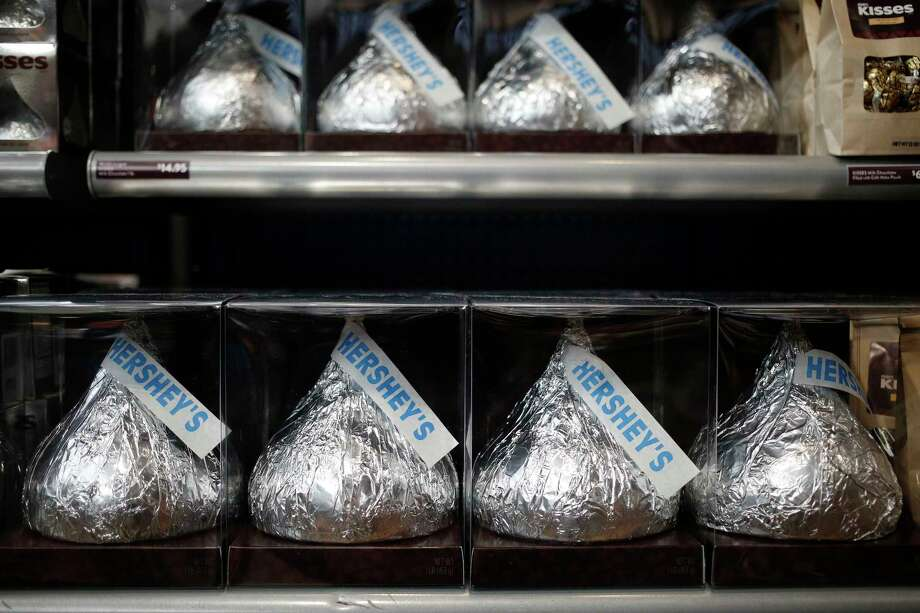 Packages of large Hershey Co. Kisses candies are displayed for sale inside of the company's Chocolate World visitor center in Hershey, Pennsylvania, on Nov. 28, 2017. Photo: Bloomberg Photo By Luke Sharrett. / © 2017 Bloomberg Finance LP