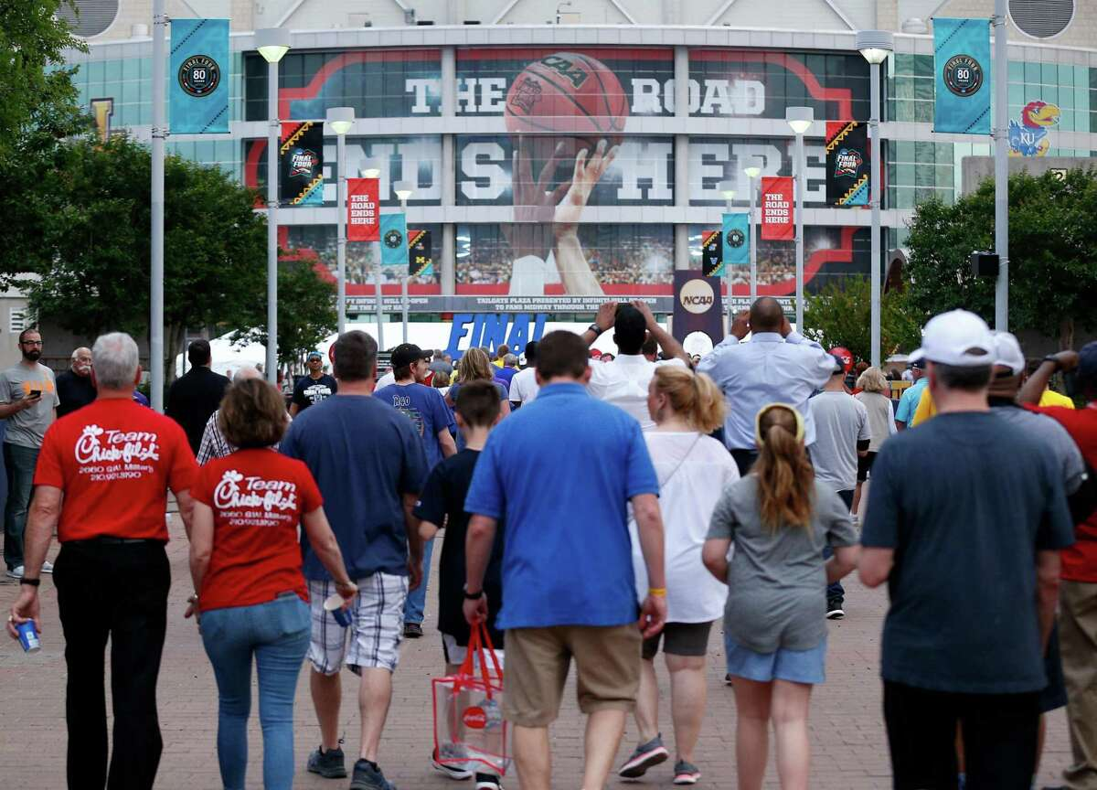 Fans walk outside the Alamodome before the championship game between Michigan and Villanova in the Final Four NCAA college basketball tournament, Monday, April 2, 2018, in San Antonio. (AP Photo/Brynn Anderson)