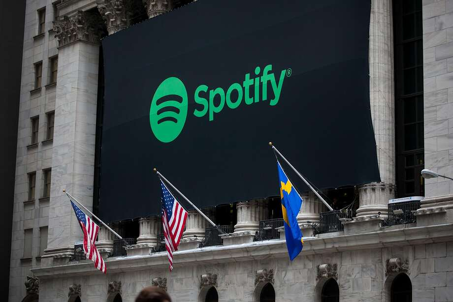 American and Swedish flags fly outside the New York Stock Exchange on Spotify's first day of trading. Photo: Michael Nagle / Bloomberg